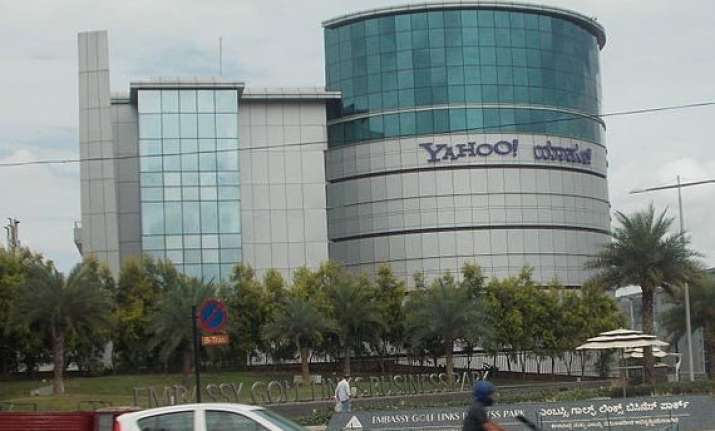 yahoo lays off 400 in india