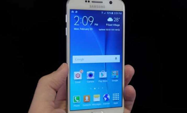 samsung s profit shrink 39 as more people switch to bigger