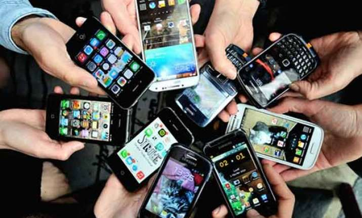 india to become world s second largest smartphone market