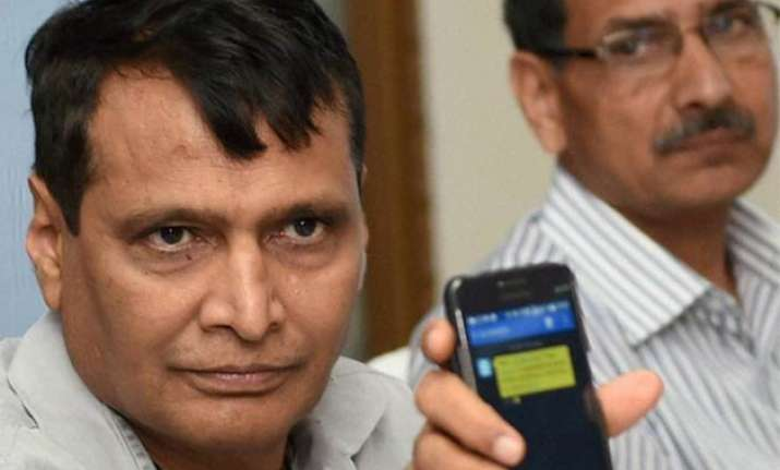mobile app for paperless tickets in mumbai suburban