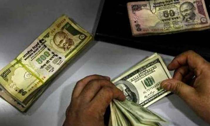 rupee fell by 7 paise against dollar