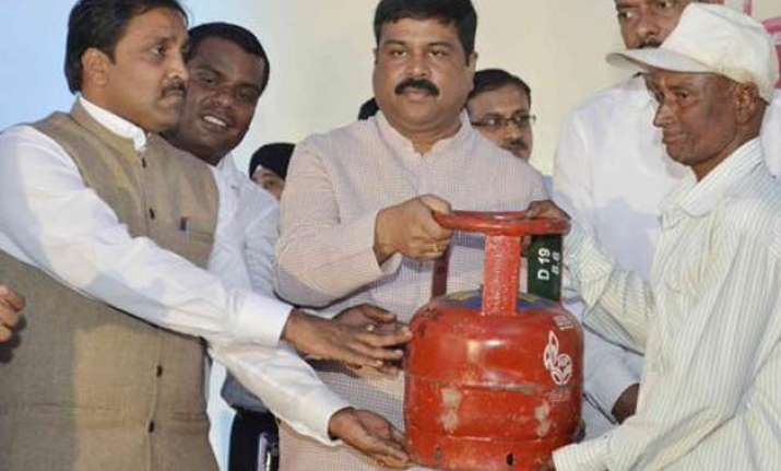 5 kg lpg cylinder launched for the benefit of bpl families