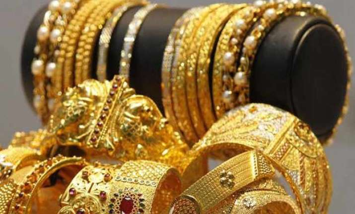 gold rebounds on seasonal buying global support