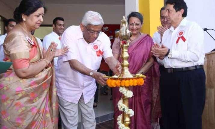 deepak parekh launches first hdfc school in gurgaon