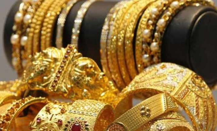gold prices fall by rs.7/gram