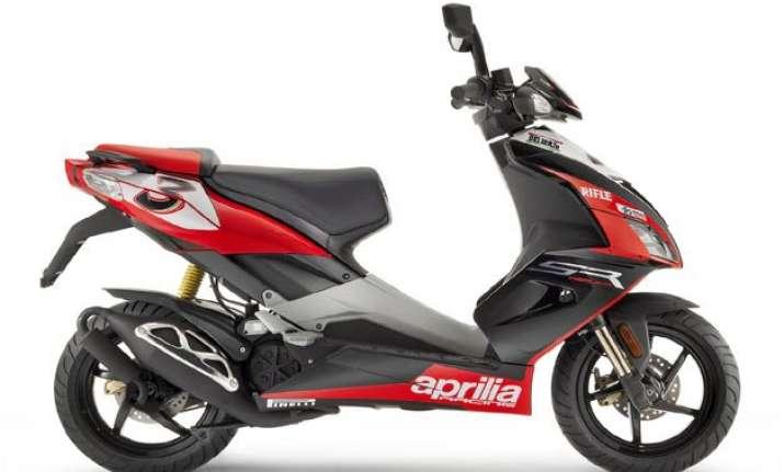 auto expo 2016 piaggio unveils 150 cc two wheeler aprilia