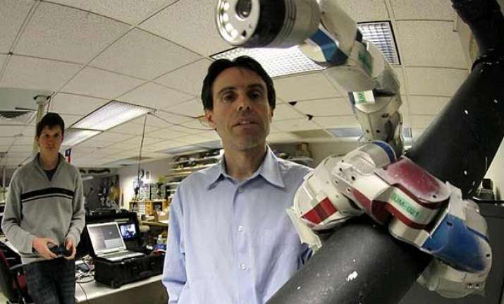 robots helping surgeons where hands can t reach