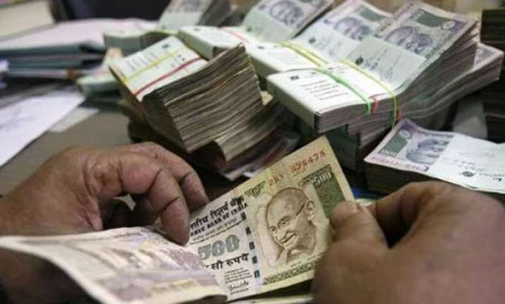 rupee closes at 6 week high gains 65 paise