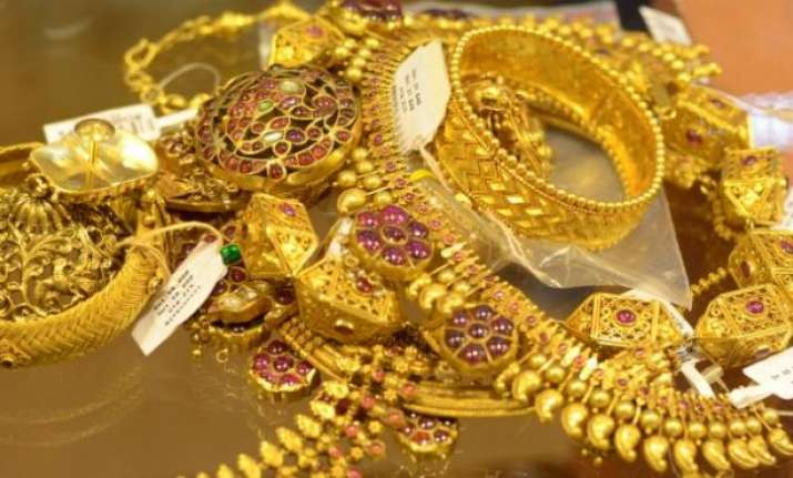 gold prices drop on global cues on thursday