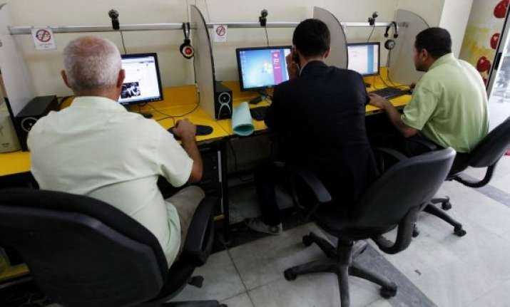 it sector employees earn highest salary of rs 342 per hour