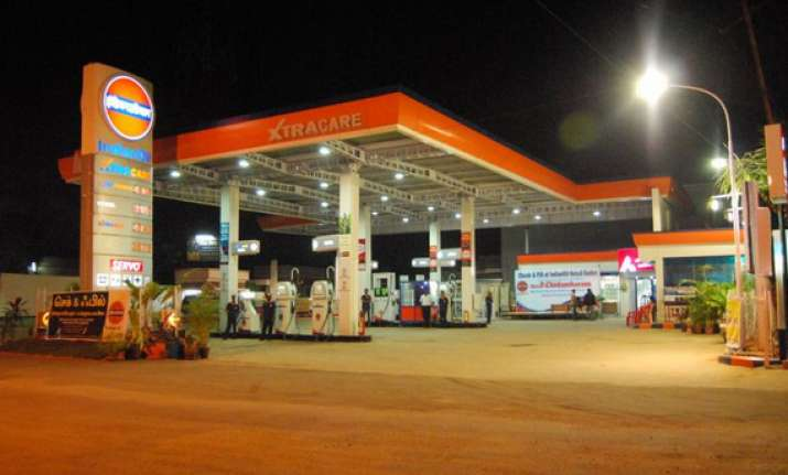 indian oil s q1 loss narrows to rs 3 093.23 crore
