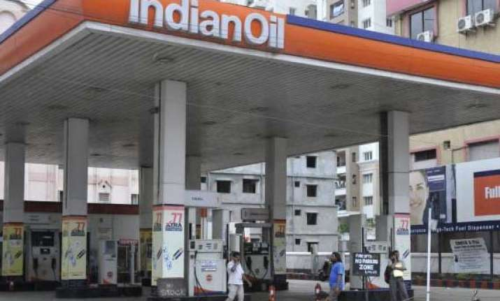 indian oil to invest rs 8 000 cr in koyali refinery
