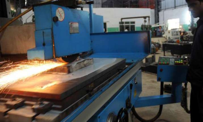 industrial output falls by 5.1 rbi may lower interest rates
