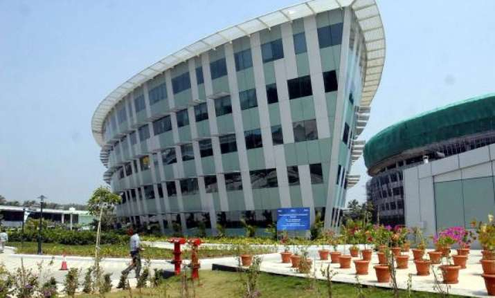 infosys q1 net up 21.6 guidance below industry expectations