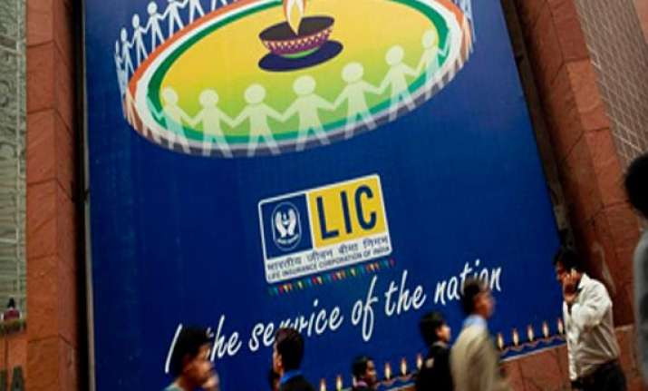 lic buys scrips worth rs 14 500 cr in 15 sensex constituents