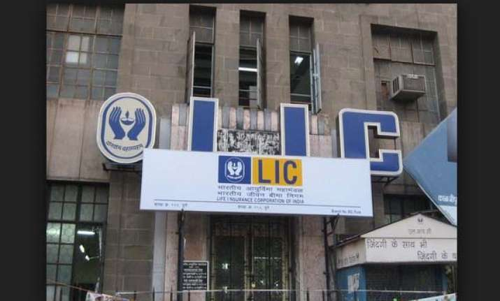 lic nets rs 4 cr selling 6.73 cr hul shares