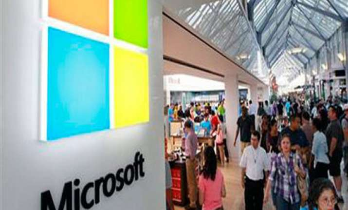 microsoft may cut windows phone licensing fees by 70