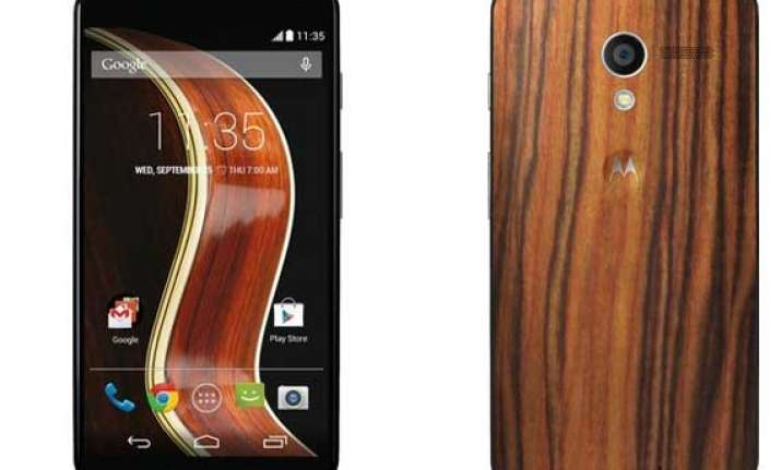 moto x with walnut finish now available in india for rs 25