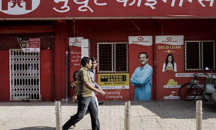 muthoot finance may turn 2000 gold loan outlets into bank