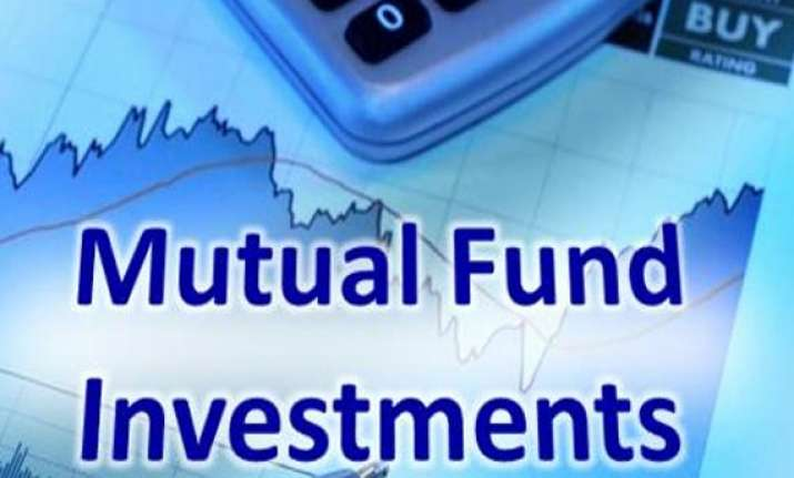 mutual funds on selling spree offload rs 10 000 cr of shares