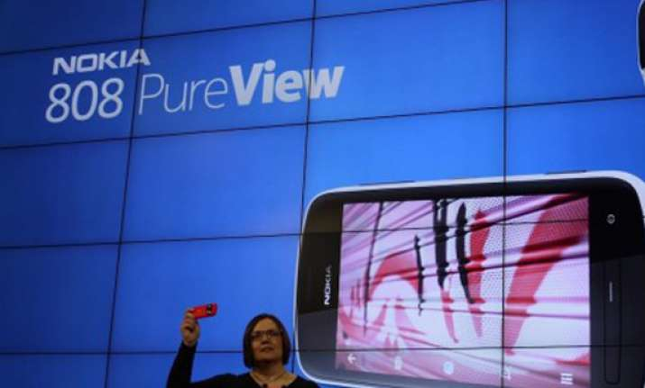 nokia launches pureview 808 smartphone in india at rs 33 899