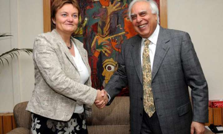 norway it minister meets sibal on telenor issue