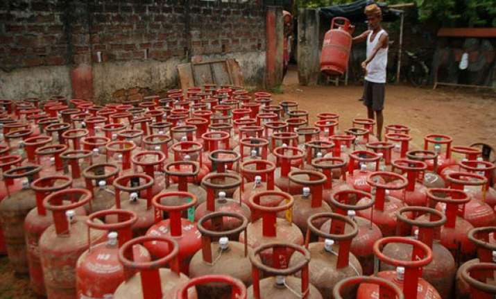 oil ministry may propose to hike lpg price by rs 250 per