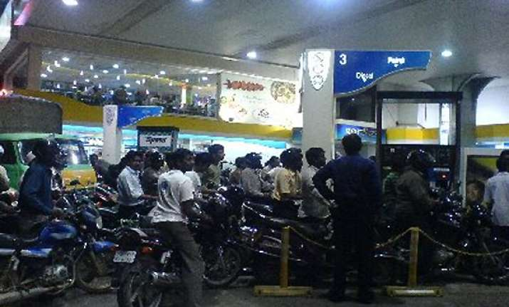 oil cos may go for least rs 3 per litre hike in petrol price