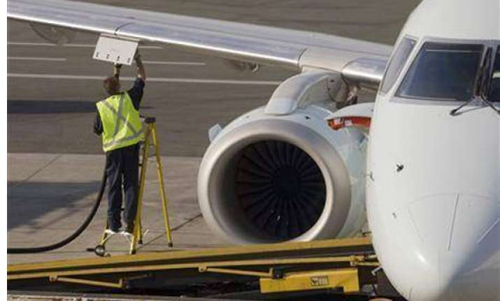 oil companies cut jet fuel prices by 2 percent