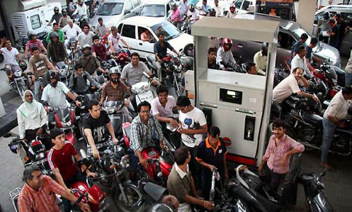 oil cos not to cut prices despite 18 mth low global rates