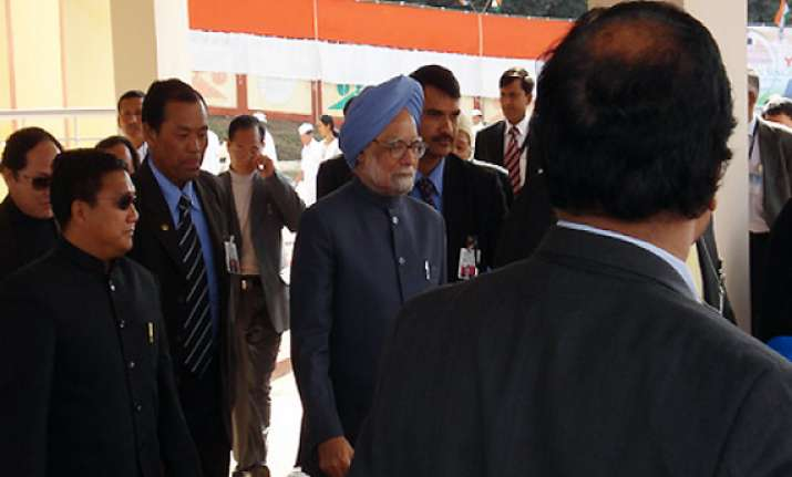 pm meets senior ministers to resolve uidai issue