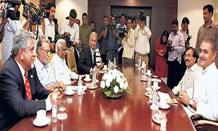 pm to meet airlines chiefs on saturday