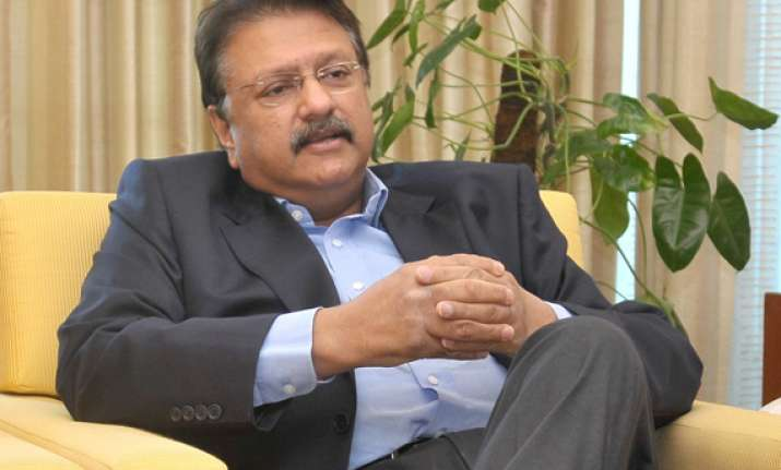 piramal buys 20 stake in shriram capital for rs 2 014 crore