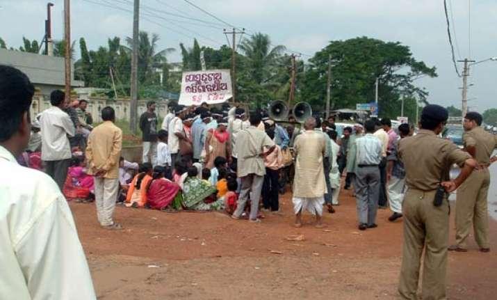 police deployed as orissa villagers barricade posco site