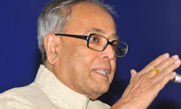 pranab favours 25 per cent cut in states taxes on petrol