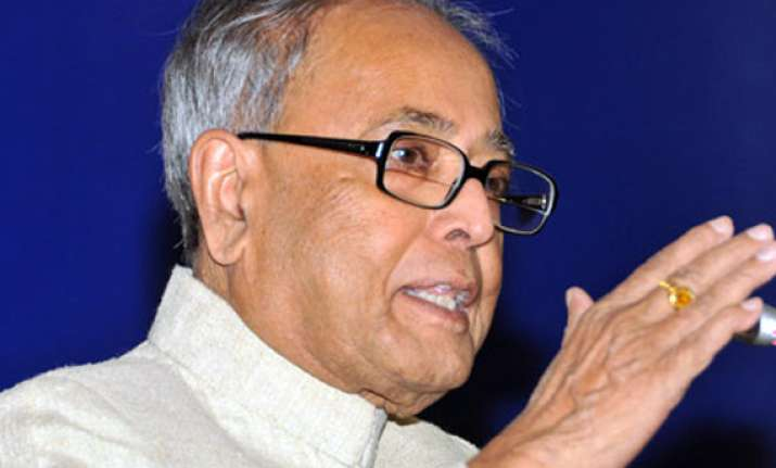 pranab keeps suspense on central assistance to bengal