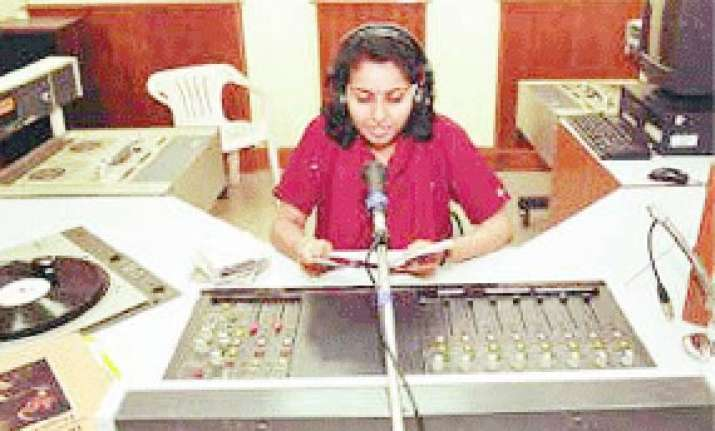 pvt fm channels can broadcast air news