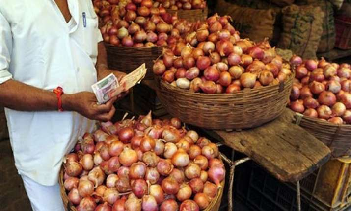 retail onion prices continue to rule at rs 60 70 per kg