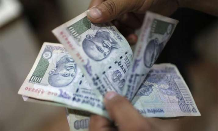 rupee declines for 3rd day falls 13 paise to 61.65 vs dollar