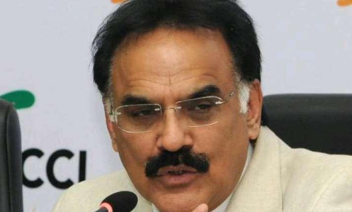 rupee not volatile to remain range bound arvind mayaram
