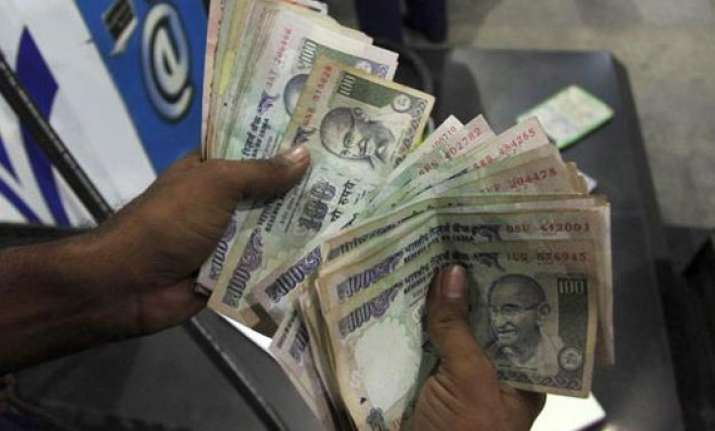 rupee posts first weekly drop in five on rising dollar