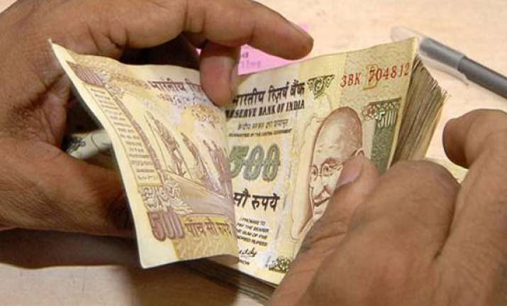 rupee recovers back from historic lows ends fy14 with 10