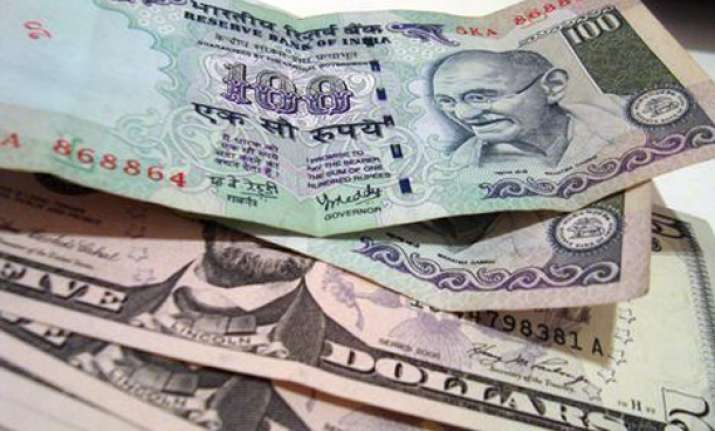 rupee gains 30 paise closes at a week s high at 51.95/96