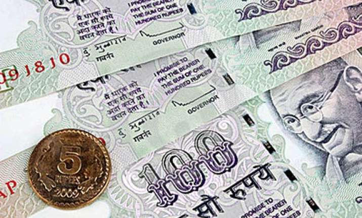rupee falls by 19 paise vs dlr on capital outflows