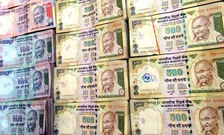 rupee extends loss for 3rd day down by 4 paise vs dollar