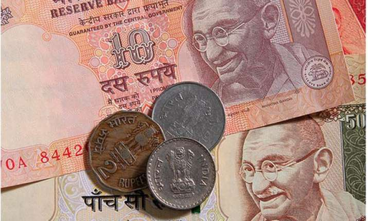 rupee down 28 paise vs dollar falls for 4th day