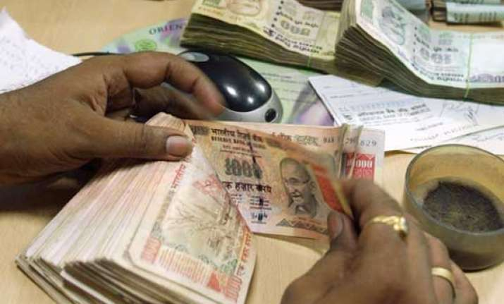 rupee declines 33 paise against us dollar in early trade