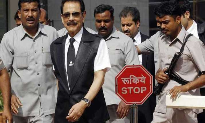 sc summons subrata roy three directors of sahara