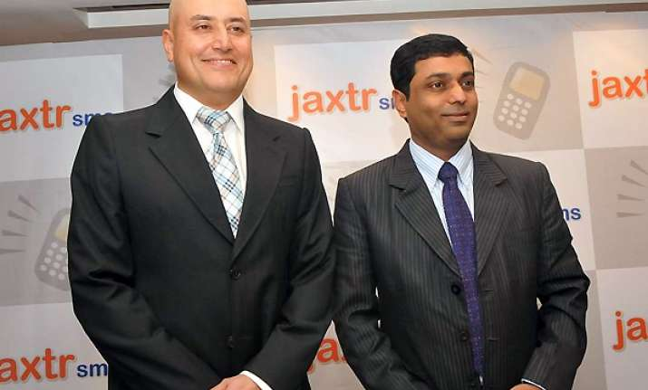 sabeer bhatia s jaxtrsms to allow free smses