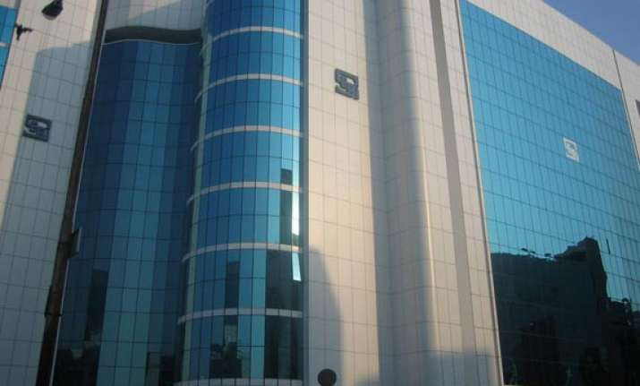 sahara to hand over title deed of rs 20k cr assets to sebi
